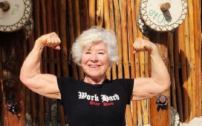 Женщина в 73 года стала фитнес-моделью - впечатляющие фото