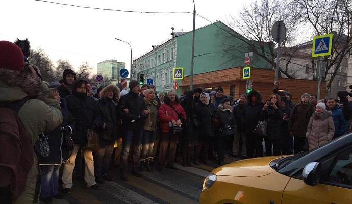 ОМОН в Москве разогнал валютных ипотечников