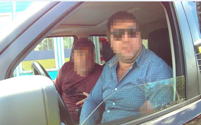 У Сумах копи жорстко затримали нахабного водія Range Rover: з'явилися відео та фото