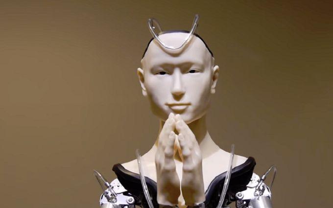 В Японии создали робота-бога - опубликовано впечатляющее видео