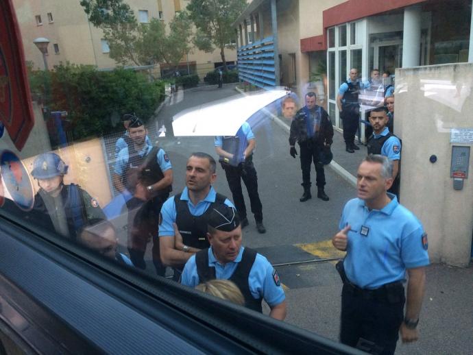 Французский спецназ совершил облаву на российских фанатов: опубликованы фото и видео (1)