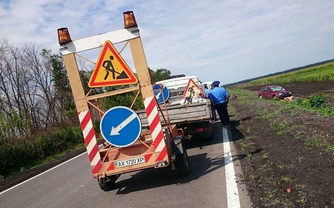 У страшній ДТП на Харківщині загинули дорожні робітники: з'явилися фото