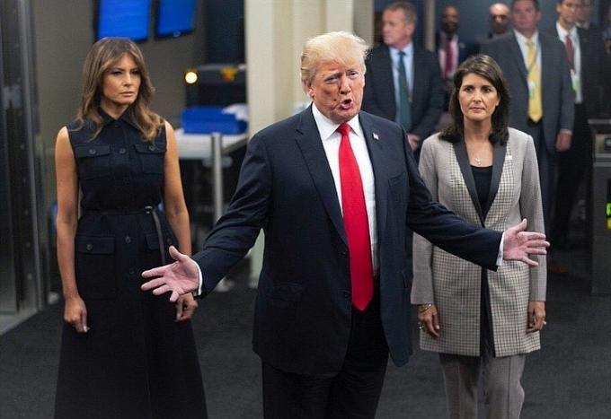 Сукня з підтекстом: наряд Меланії Трамп на Генасамблеї ООН викликав суперечку в соцмережах (1)