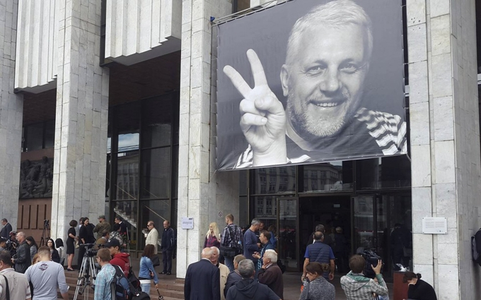 У Києві прощаються з журналістом Шереметом: опубліковані фото