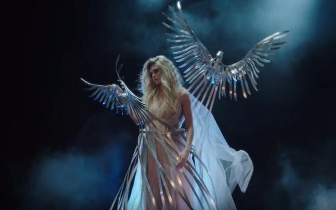 Брежнєва порадувала прем'єрою англомовного кліпу: з'явилося відео