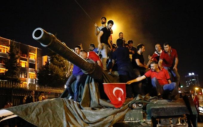 Озвучені імена організаторів перевороту в Туреччині: з'явилися і спростування