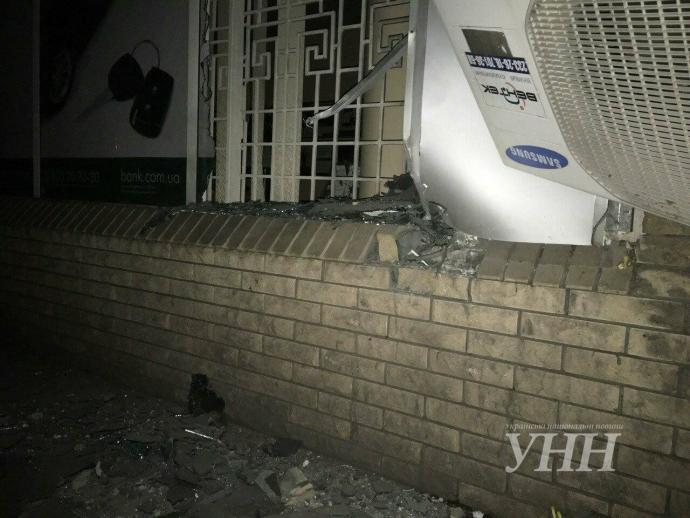 У центрі Запоріжжя підірвали банк: з'явилися фото (1)