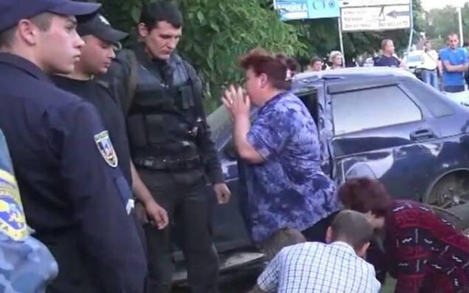 Під Києвом п'яний водій убив двох дітей: фото з місця трагедії