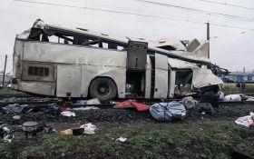 У Росії сталася страшна ДТП з потягом, безліч загиблих: опубліковані відео