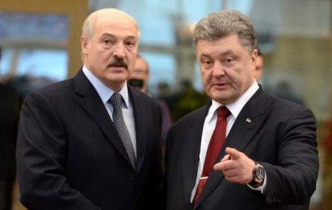 Порошенко поздравил Лукашенко с победой на выборах
