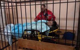 Спить малюк: соцмережі насмішило фото Насірова в суді