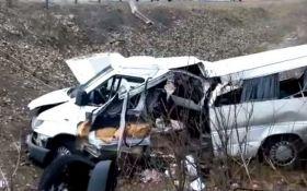 У Росії автобус з українцями потрапив у ДТП, є загиблі: опубліковано відео з місця
