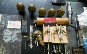 В киевском метро поймали мужчину с охапкой гранат: опубликованы фото