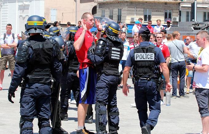 Перед матчем Україна - Польща відбулися зіткнення фанатів: опубліковані фото