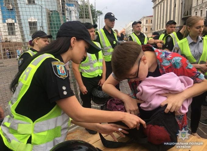 В Киеве проходит Марш равенства: противники акции устраивают столкновения с полицией, много задержанных (3)