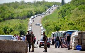 Пропуск за гроші: жителі Донбасу обурені новим свавіллям бойовиків