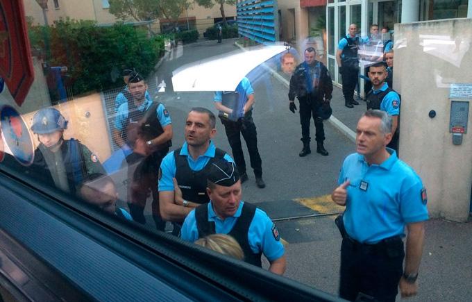 Французький спецназ влаштував облаву на російських фанатів: опубліковані фото і відео