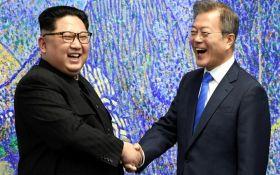 """""""Давайте зустрічатися частіше"""": Кім Чен Ин перетнув кордон Південної Кореї (відео)"""