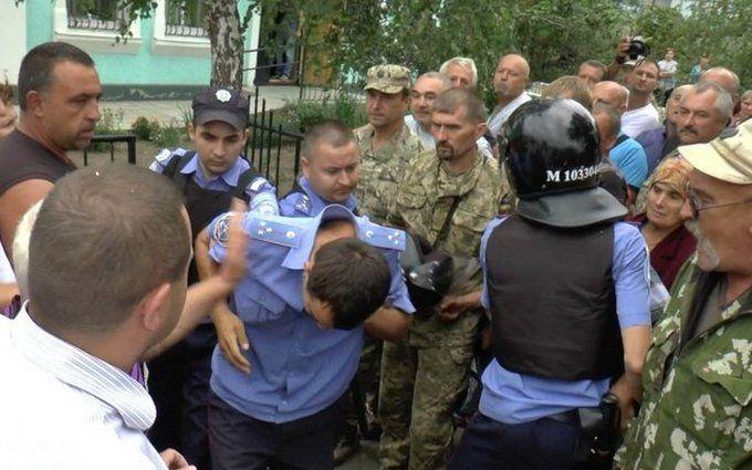 Бунт проти поліцейських на Миколаївщині: з'явилися фото