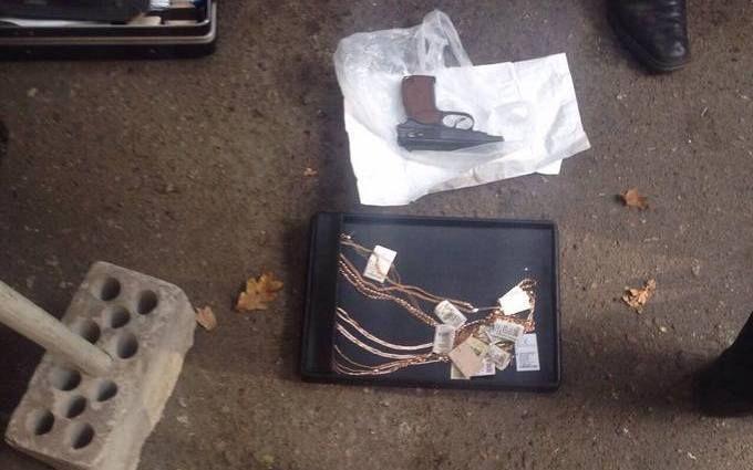 Сміливі кияни затримали грабіжника з пістолетом: з'явилися фото і відео
