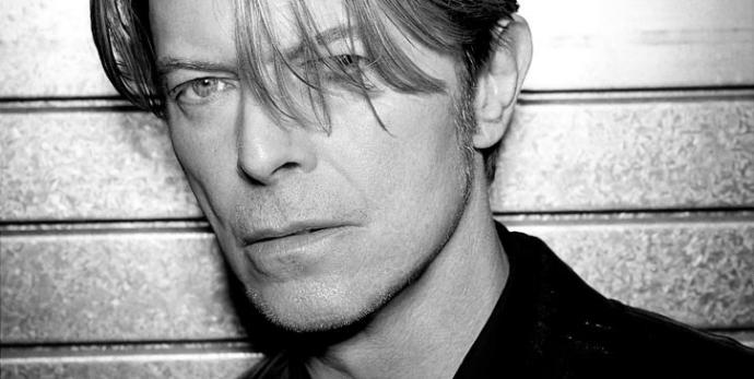 Тіло культового рок-музиканта Девіда Боуї таємно кремували