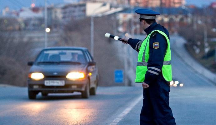 ДПС РФ не пропустили карету скорой помощи из-за проезда чиновника (видео)