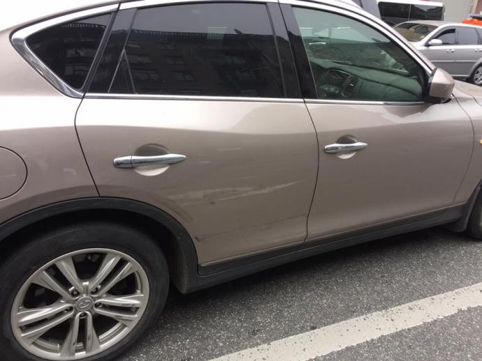 У заступника міністра в Києві викрали машину (1)