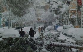 Столицу Ирана парализовало из-за снегопада: появились яркие видео