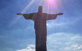 """В Рио-де-Жанейро известная статуя """"засветилась"""" цветами украинского флага: опубликовано фото"""