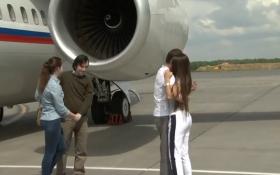 З'явилося відео з російськими ГРУшниками, яких зустрічають дружини