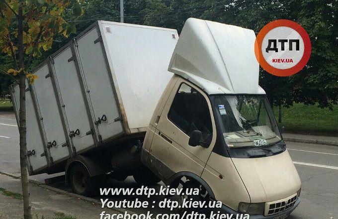 У Києві сталася курйозна ДТП: опубліковані фото