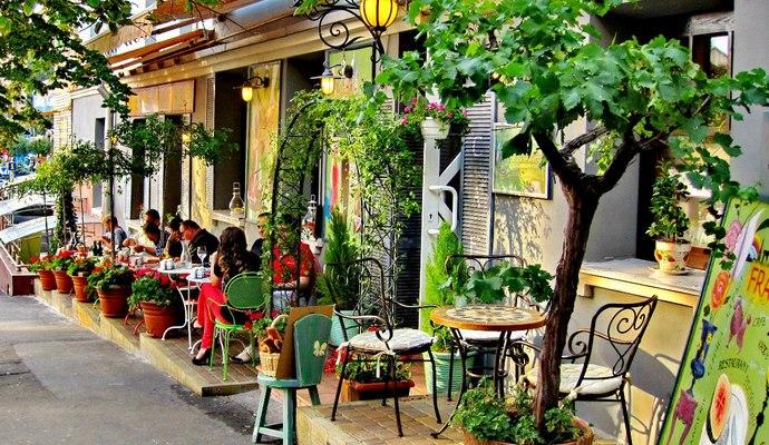 В центре Киева хотят запретить летние площадки ресторанов