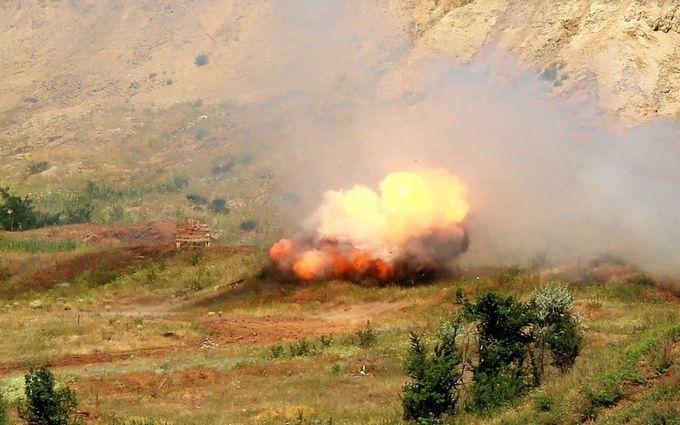 Ситуация на Донбассе обостряется - боевики бьют из БМП