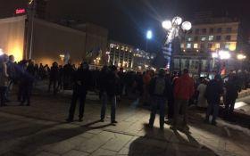 На Майдане начались стычки с полицией: появились подробности и фото
