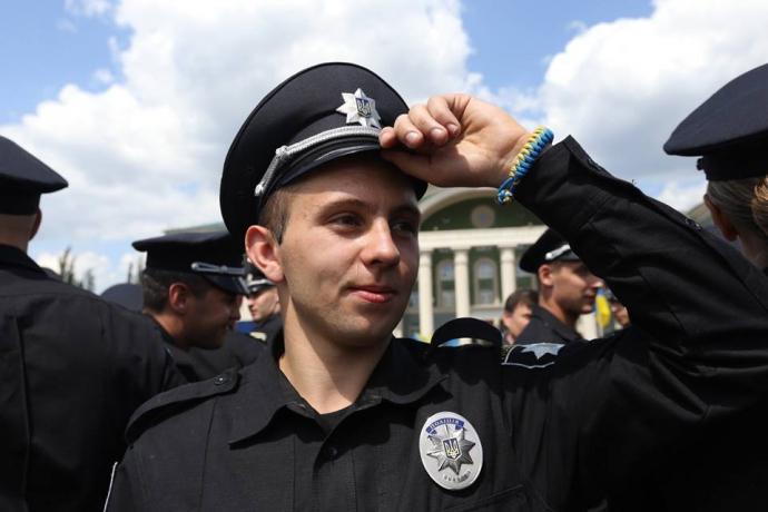 У трьох містах Донбасу з'явилася нова поліція: опубліковані фото (1)