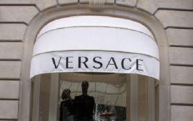 СМИ узнали, кто покупает легендарный дом моды Versace