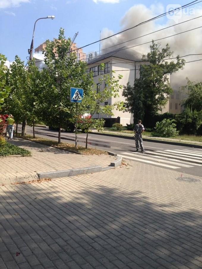В окупованому Донецьку горить офіс компанії відомого олігарха: з'явилися фото і відео (1)
