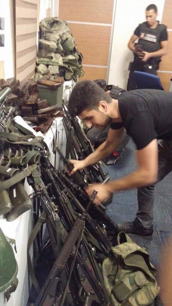 Провальний військовий переворот в Туреччині: хроніка подій, подробиці, найяскравіші фото та відео (17)