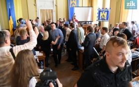 Беспорядки во Львове: появились новые видео стычек в горсовете