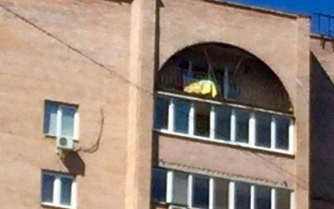 В Донецке флаг Украины появился на доме одиозного боевика: опубликованы фото