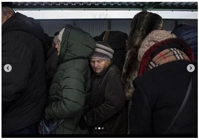 На лютневому морозі: опубліковані моторошні фото кілометрових черг до пунктів пропуску на Донбасі (2)