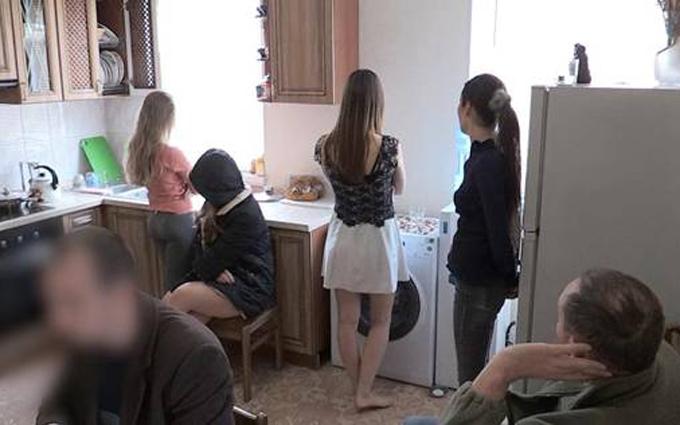 В Киеве раскрыли порностудию с 15 девушками: опубликованы видео и фото