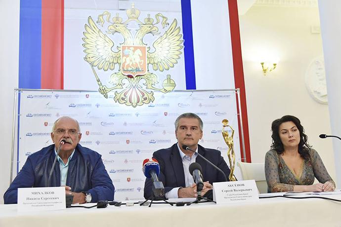 Заборонений в Україні російський режисер поїхав в Крим: з'явилися фото (1)