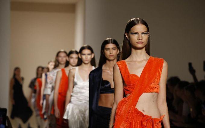 Тиждень моди в Нью-Йорку: з'явилися фото і відео колекції Victoria Beckham