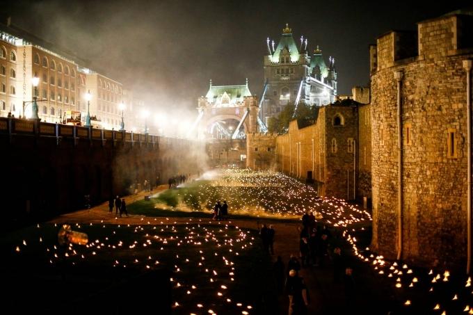 В честь окончания Первой мировой в Лондоне зажгли тысячи огней: впечатляющие фото и видео (2)
