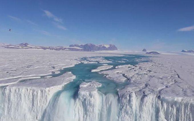 Вчені показали, як тануть льодовики в Антарктиді: з'явилось вражаюче відео