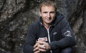 На Эвересте погиб один из самых известных альпинистов