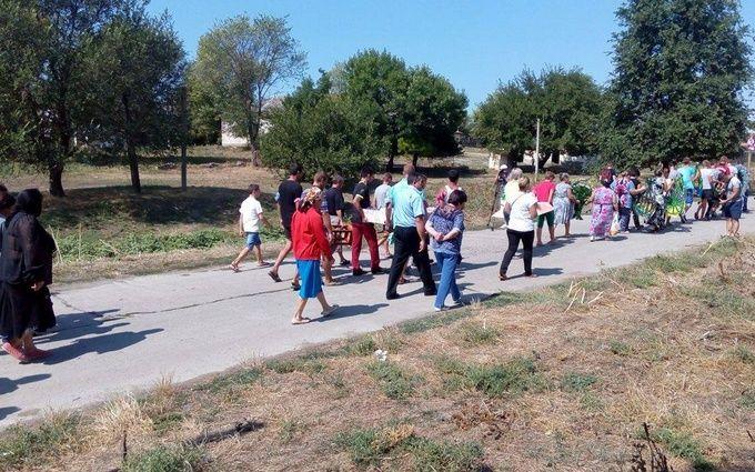 У Лощинівці пройшов похорон жорстоко вбитої дівчинки: з'явилися фото