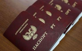 """Признание Путиным """"паспортов ДНР-ЛНР"""": в Кремле нашли виноватых"""