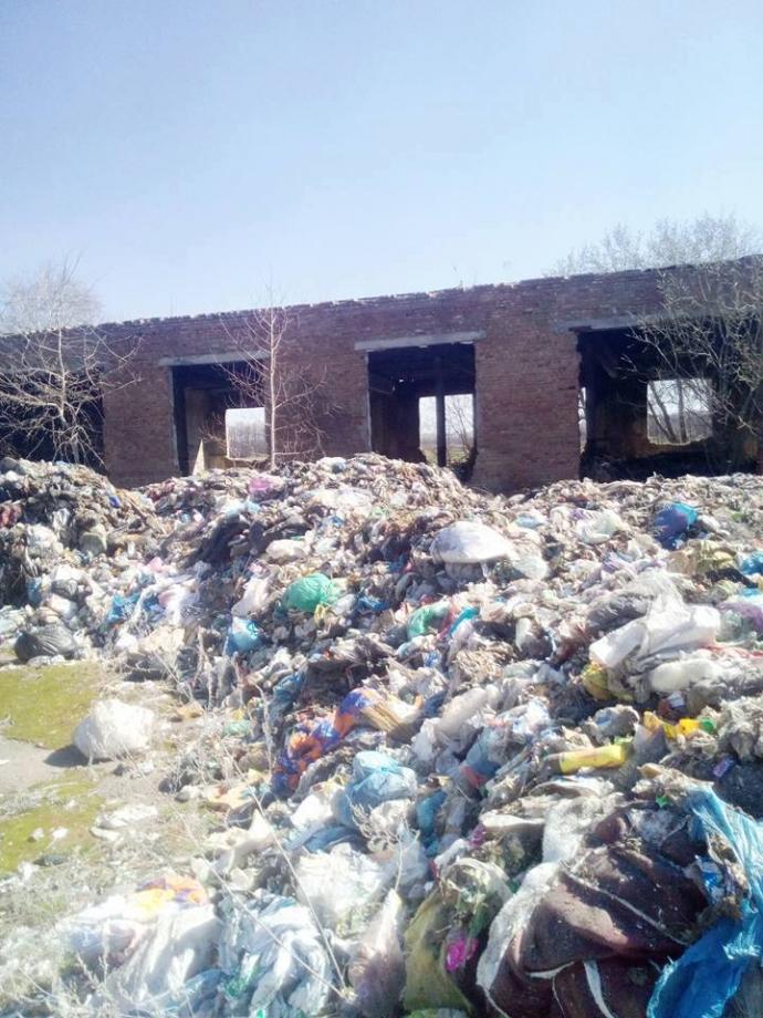 Львовский мусор привезли на Киевщину, в сети волнуются: опубликованы фото (4)